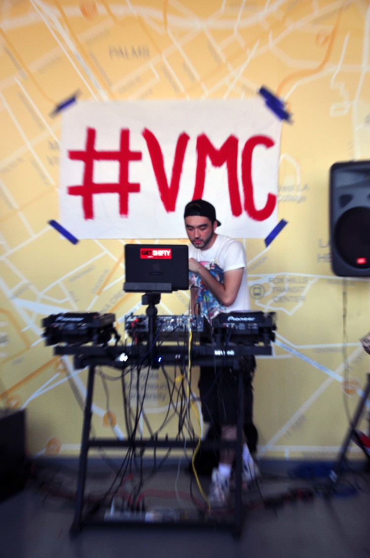 Venice Music Crawl dj set at Floyd's Barbershop. Photo by Angelina Atwell.
