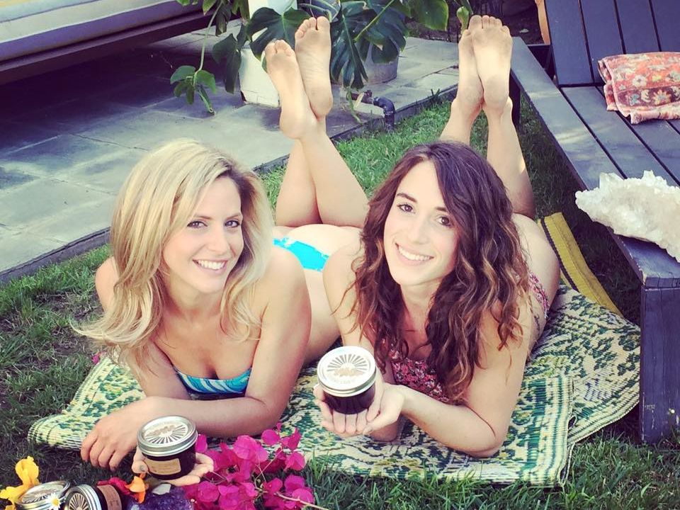 California Scrub Co. creators Elizabeth Ripps and Amelia Swaggert are doing their part to raise awareness and rid the ocean of plastic microbeads with their all-natural coffee-based body scrubs. (Photo courtesy CaliScrubs.)