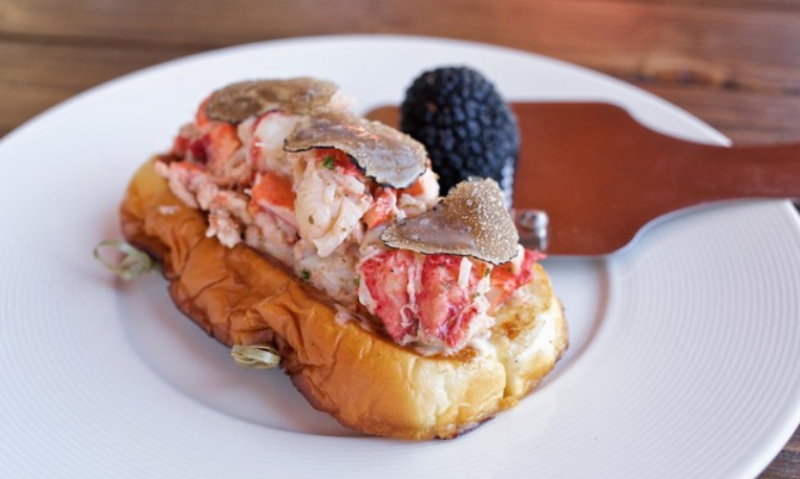 The lobster roll with shaved black truffle pairs beautifully with mimosas and Bloody Marys. ( Photo by The Anchor Venice .)