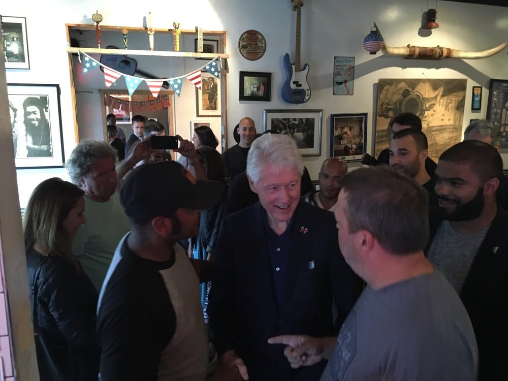 Former President Bill Clinton with Baby Blues grill master Joe Blanks and general manager Robb Aguirre.