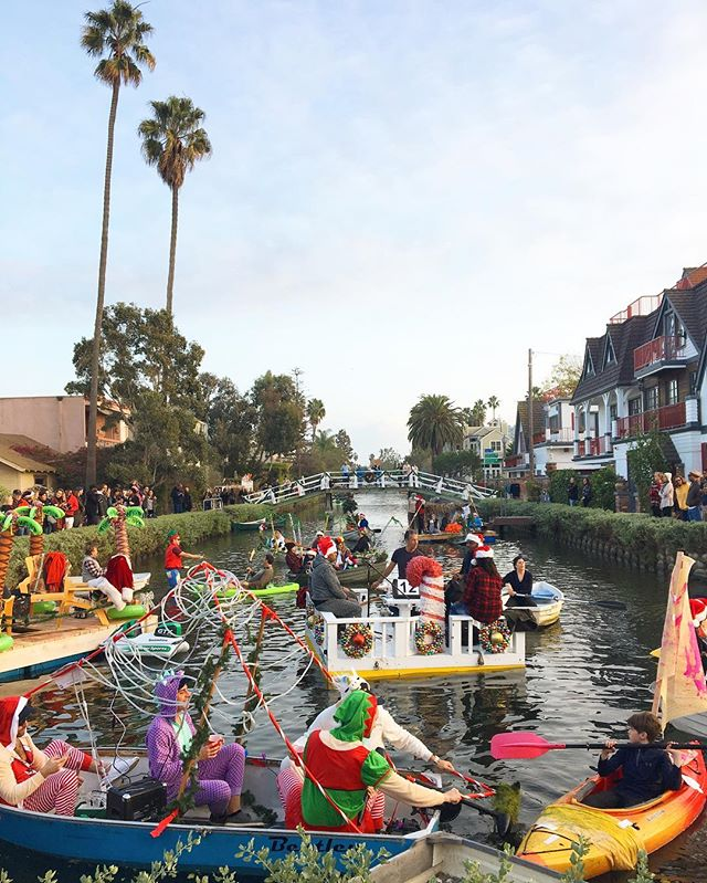 Merry and bright at the Venice Canals Holiday Boat Parade. 🌴✨🚣‍♀️#wherethepalmtreesglisten