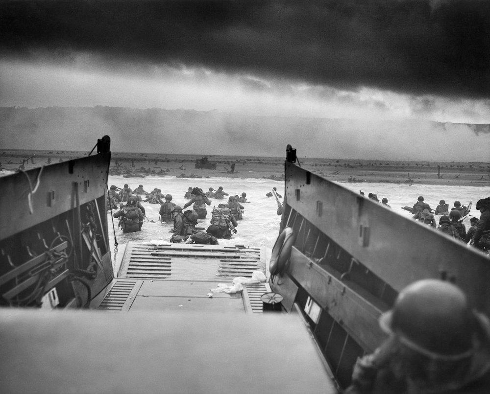 DYNWEB_Into_the_Jaws_of_Death_1944_BW_1920.jpg