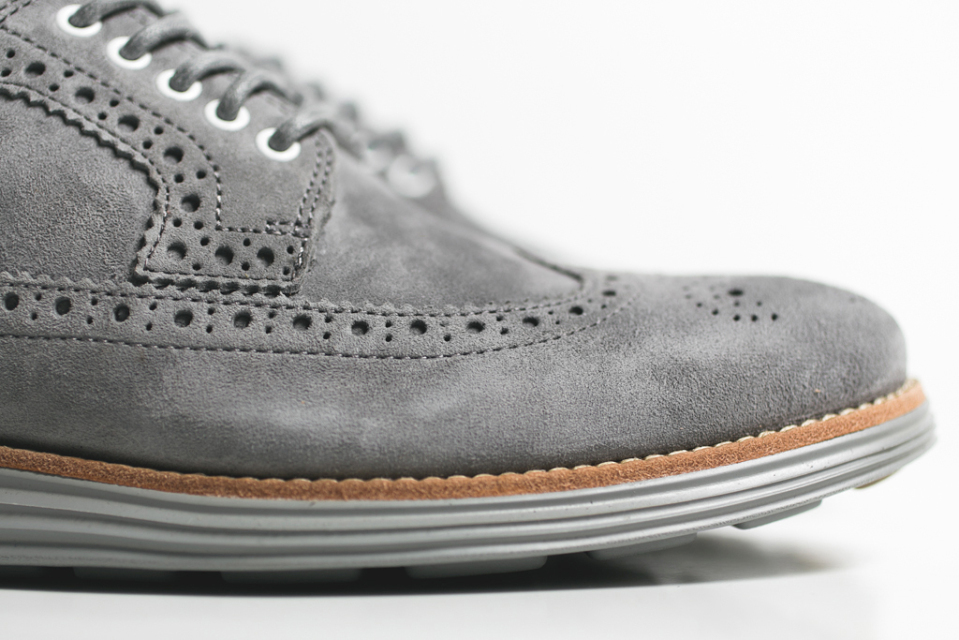 cole-haan-lunargrand-long-wingtip-grey-steade-suede-04-960x640