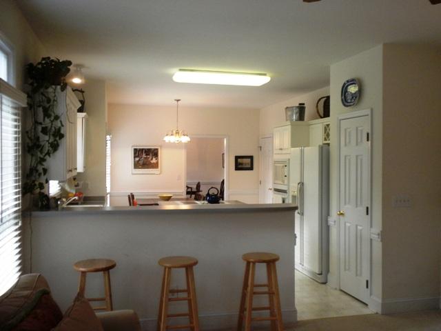 kitchen bar R.JPG