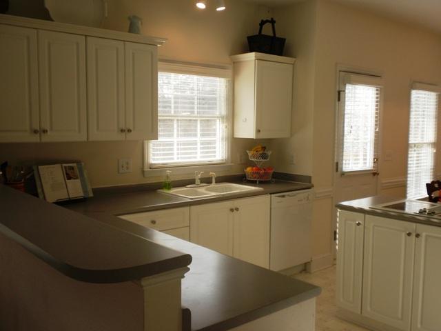 kitchen 2 R.JPG