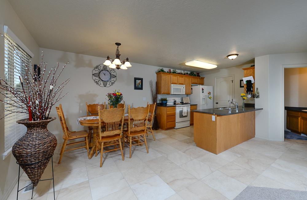 Eagle Peak_kitchen.jpg