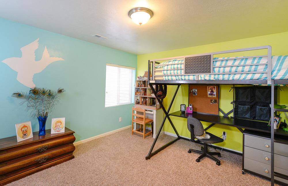 Basement bed2.jpg