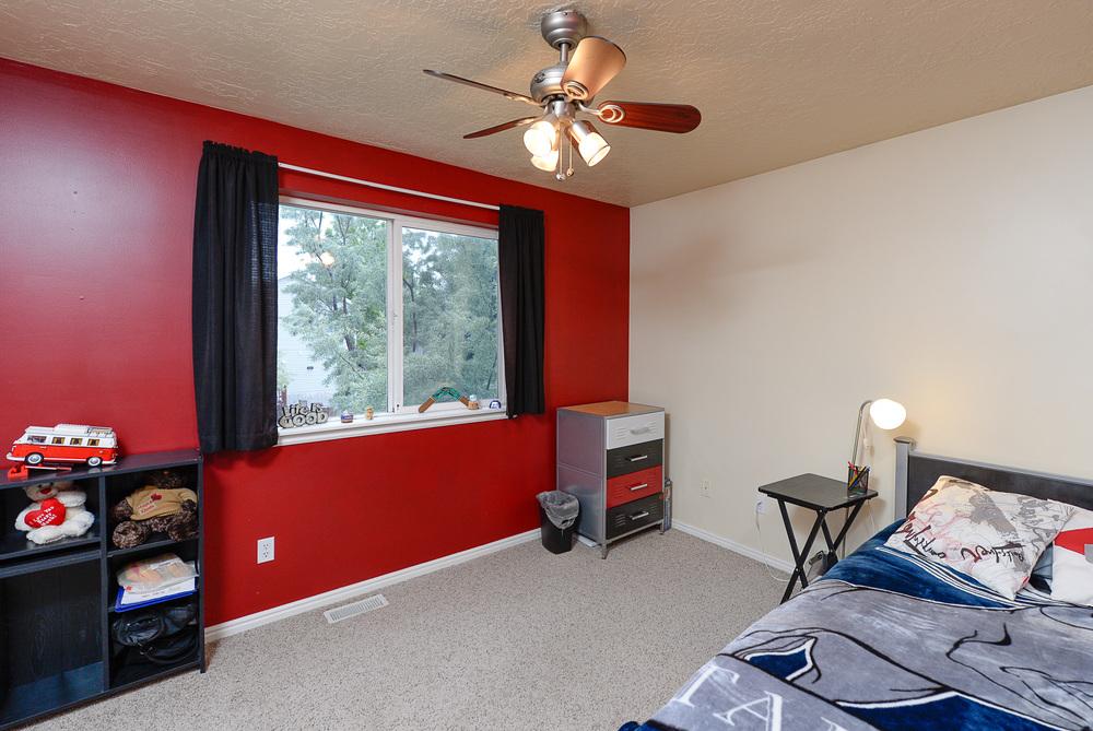 Red bedroom.jpg