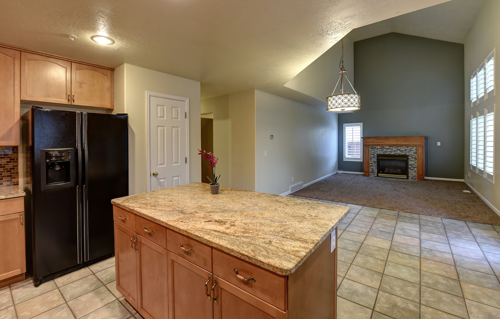 kitchen:fireplace.JPG