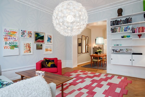 micasaessucasa :     (via  Delightful Apartment That Bursts With Color and Energy )