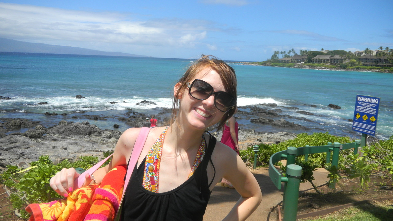 so, here i am in front of the rocky part of napili beach. obviously it is pretty awesome. ate at gazebo which is an adorable little place. bananna mac pancakes are pretty famous. coconut syrup is the best.