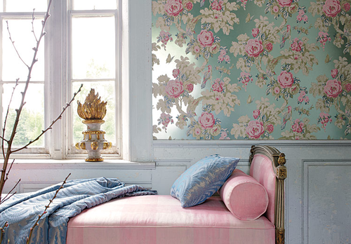 (via  sixfourthree )   metallic wallpaper and an upholstered headboard…. IDEAL.