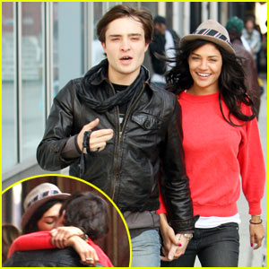 beautiful people make love look so effortless.   i'm pretty sure it's the leather jacket and fedora combo.