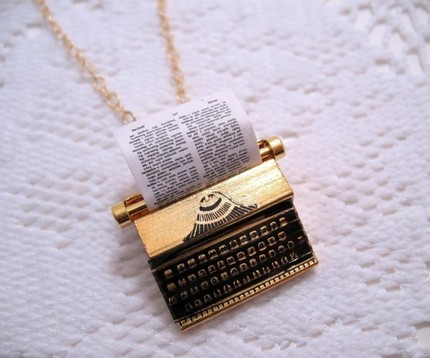 i love necklaces like this.