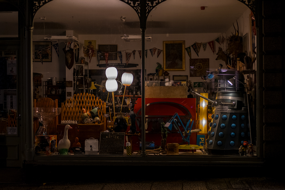 """Chapel street shop window ""Exterminaaaaaaaaaate"" - 3200 ISO Review Fuji XT-2"