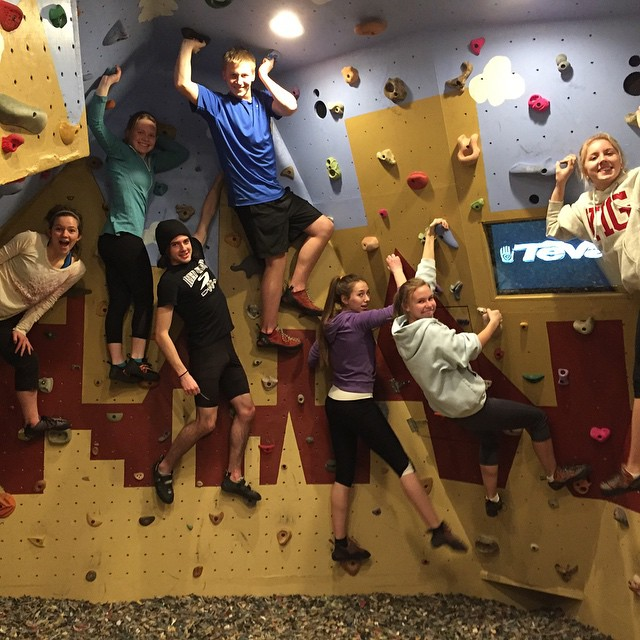 A well-timed photo of tonight's indoor bouldering crew. Maybe a future sponsorship from @Teva? #boulderinggarage #indoorclimbing #redwingelc