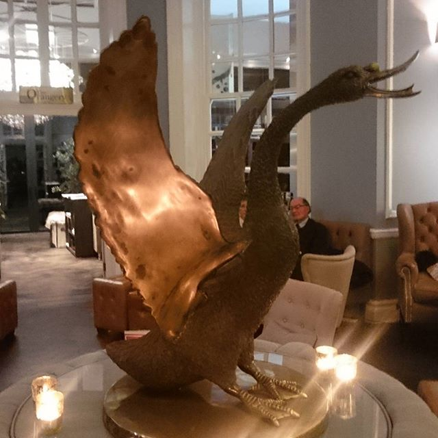 Found this little gem last night with the wonderful #FeliciaEcksteinWall 💎💫🌠💎✨ #Hotelduvincannizaro #spoilt #dreamlocation #hotel #bronze #statue #cannizarohouse #gem #Wimbledon #wimbledonvillage #London