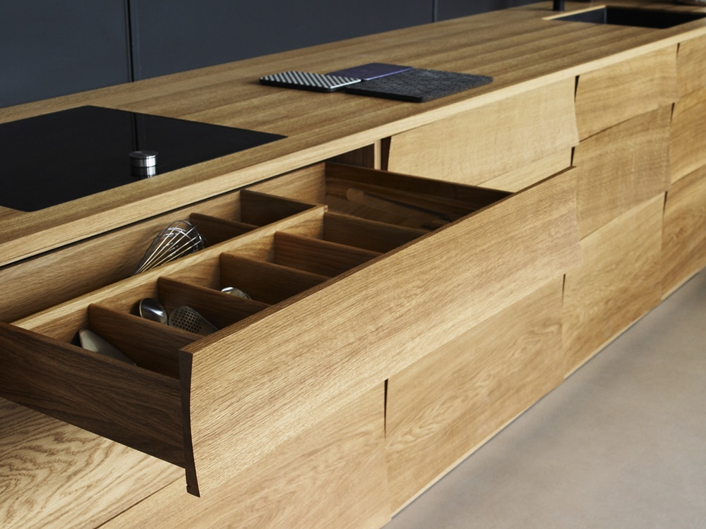 Reflect Kitchen - Oak Detail