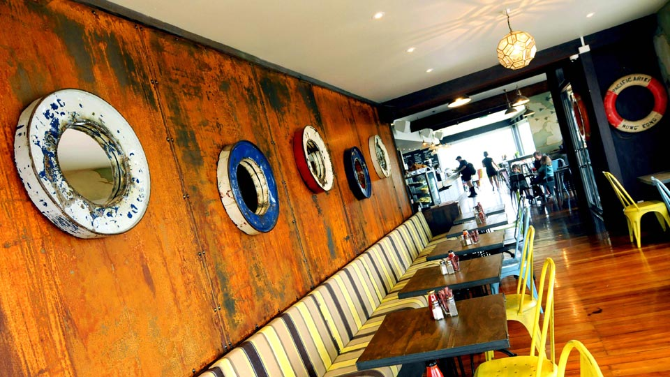 Lyall-Bay-Beach-Cafe-4.jpg