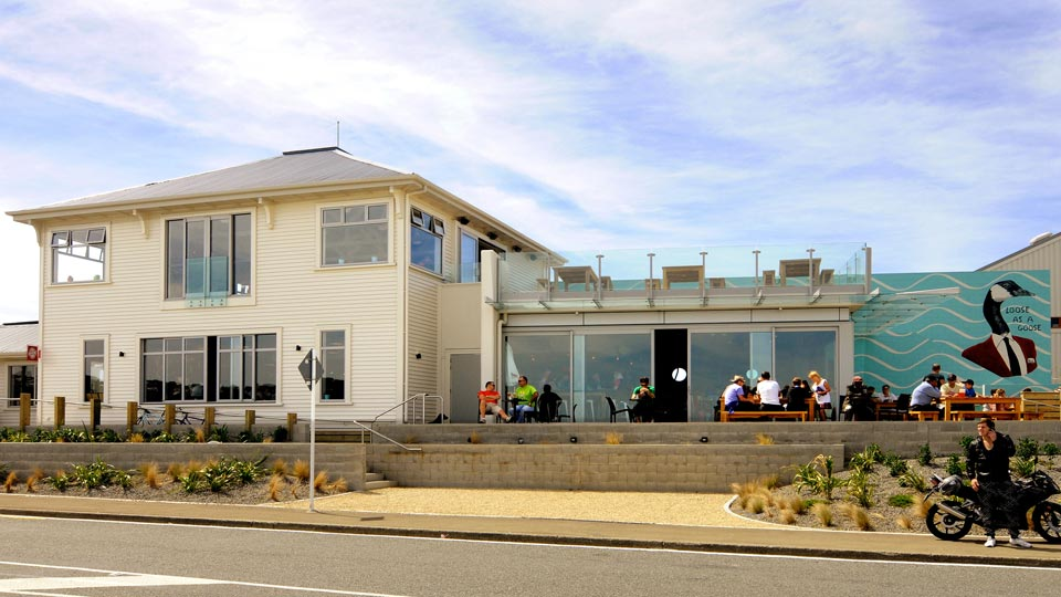 Lyall-Bay-Beach-Cafe-1.jpg