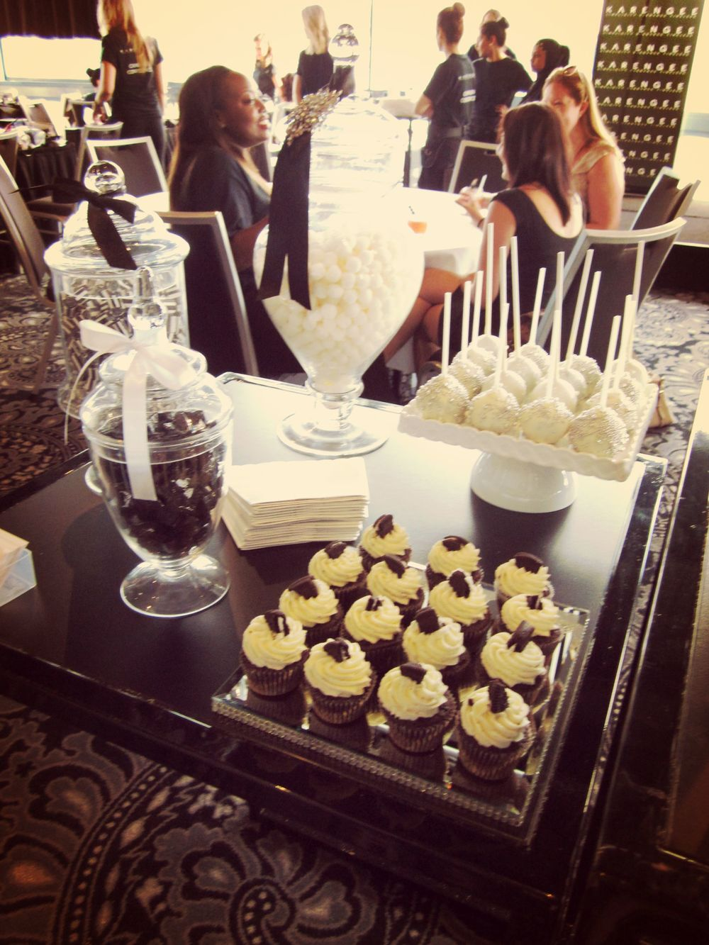 Cake pops, cupcakes, lollies and more!