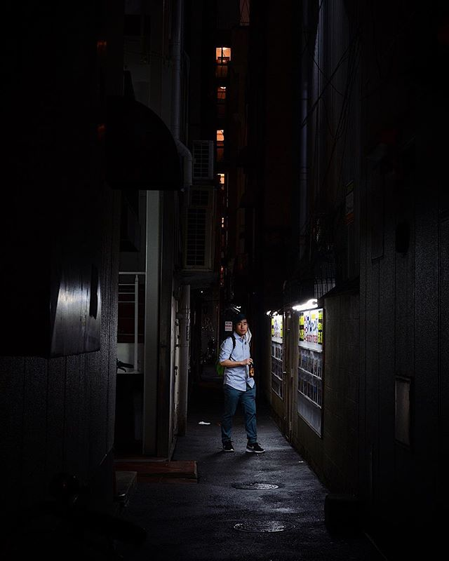 """03.21.2019 Craft beer. —————————————— """"Let's go through this dark alley."""" """"Stop! Keep standing there."""" """"It's starting to rain."""" Not an atypical conversation with the hubby on our vacations.🙈😅🙈 —————————————— 🔖 #日本 #写真 #japantrip #moodygrams #explorejapan #capturestreets #in_public_sp #lensculturestreets #folkgood #throughthelens #nikond5100 #35mm #storyofthestreet #streetviews #streetstory #exploretocreate #vscoedits #vscox #nightlife #osaka #大阪市 #osakatravel #travelling #darkalley #postthepeople #visualsgang #artofvisuals #quietthechaos"""