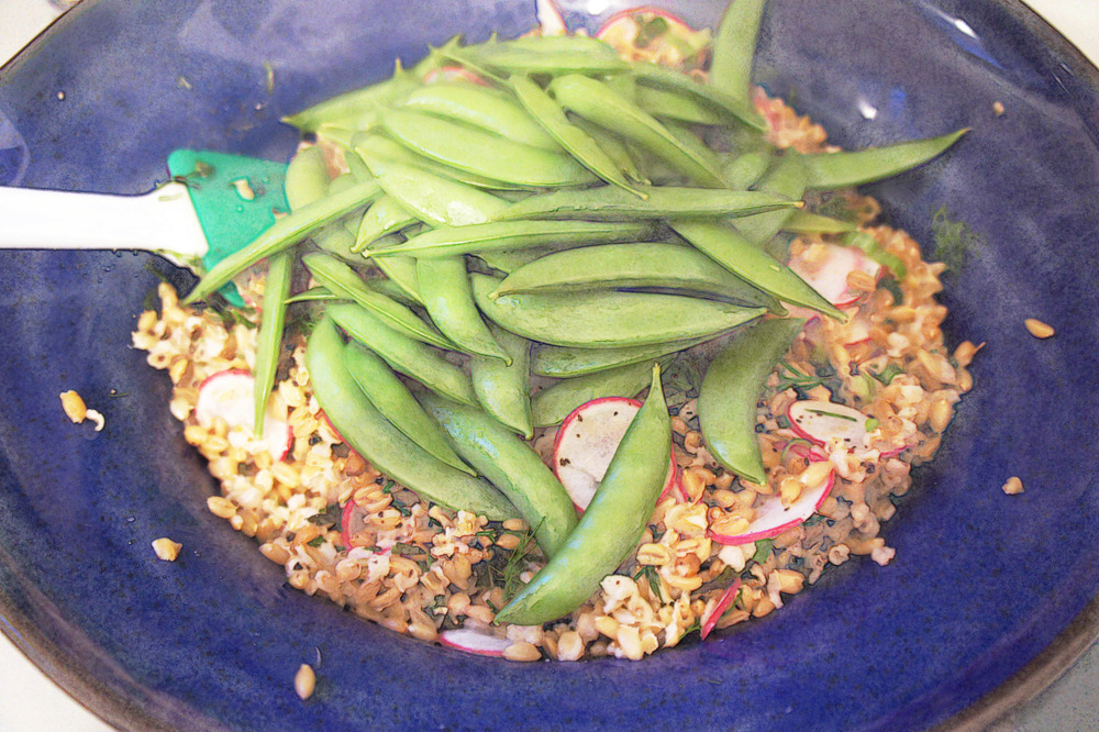 Freekeh salad with snap peas
