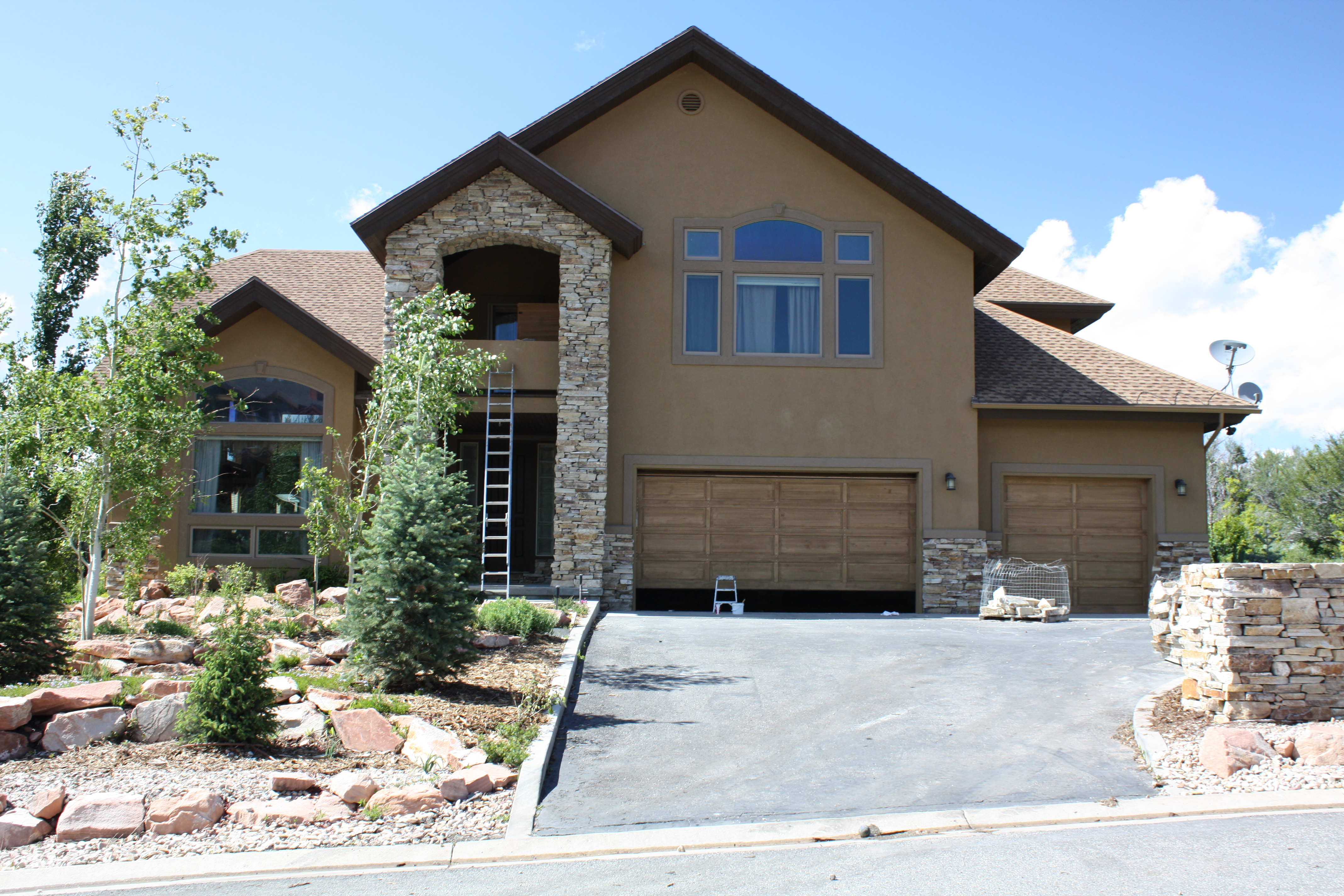 Best Stucco Colors Great Private House Roofs Beautiful Design Ideas