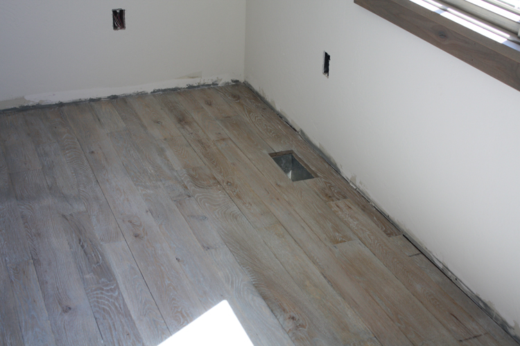 Hardwood%20Floor%20Finish%20Installation%20(4).JPG