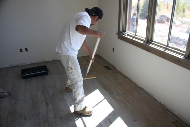 Hardwood%20Floor%20Finish%20Installation%20(5).JPG