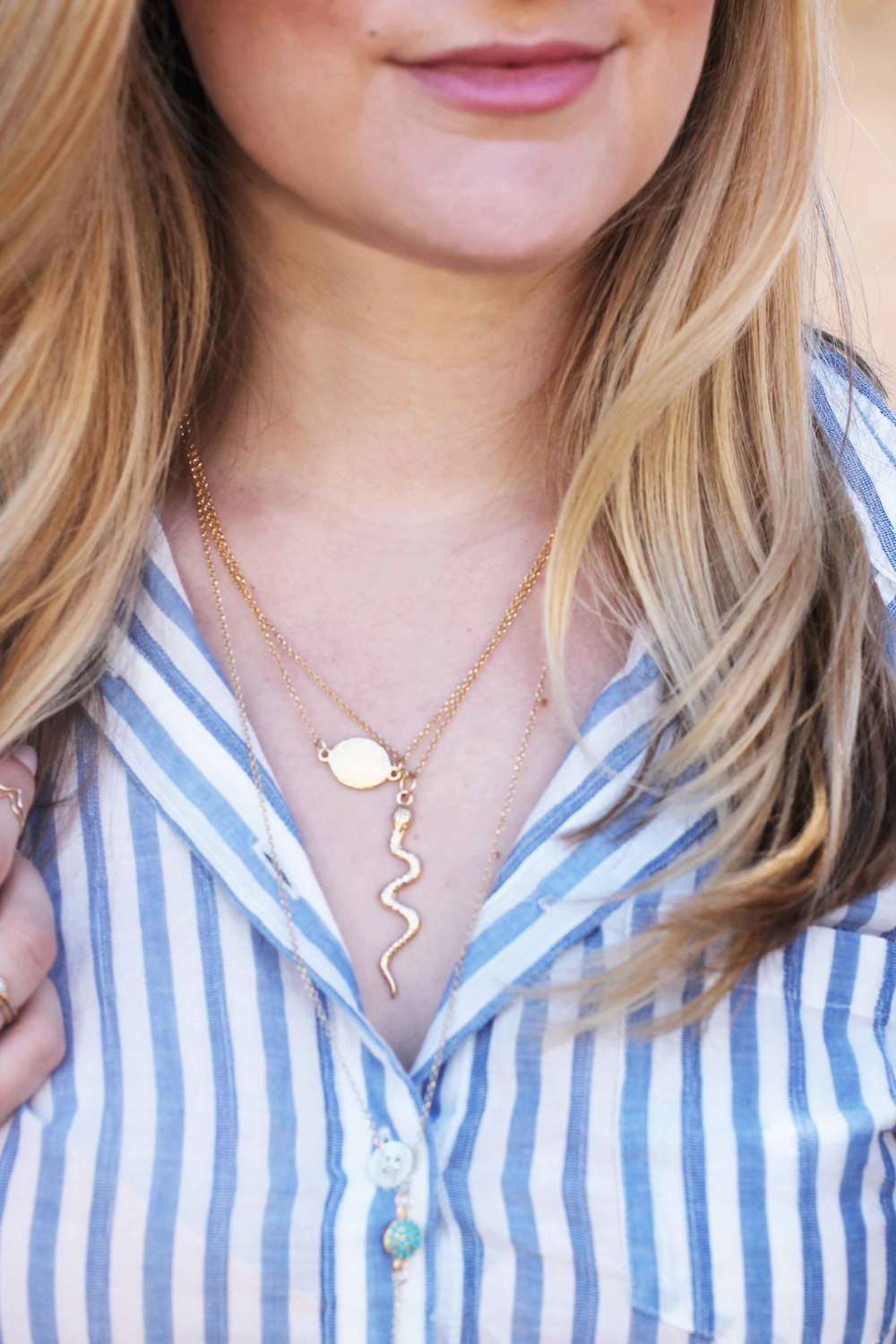 necklace layering, how to layer necklaces, fall trend, final look in necklace layering, tutorial