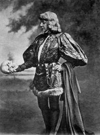 Bernhardt_Hamlet2_c.jpg