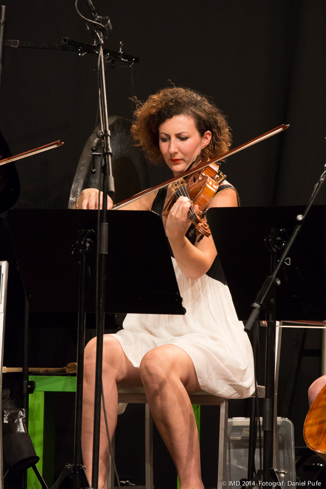 Julia Robert playing Street Souvenir by Joanna Bailie - photo credit: Daniel Pufe/IMD.
