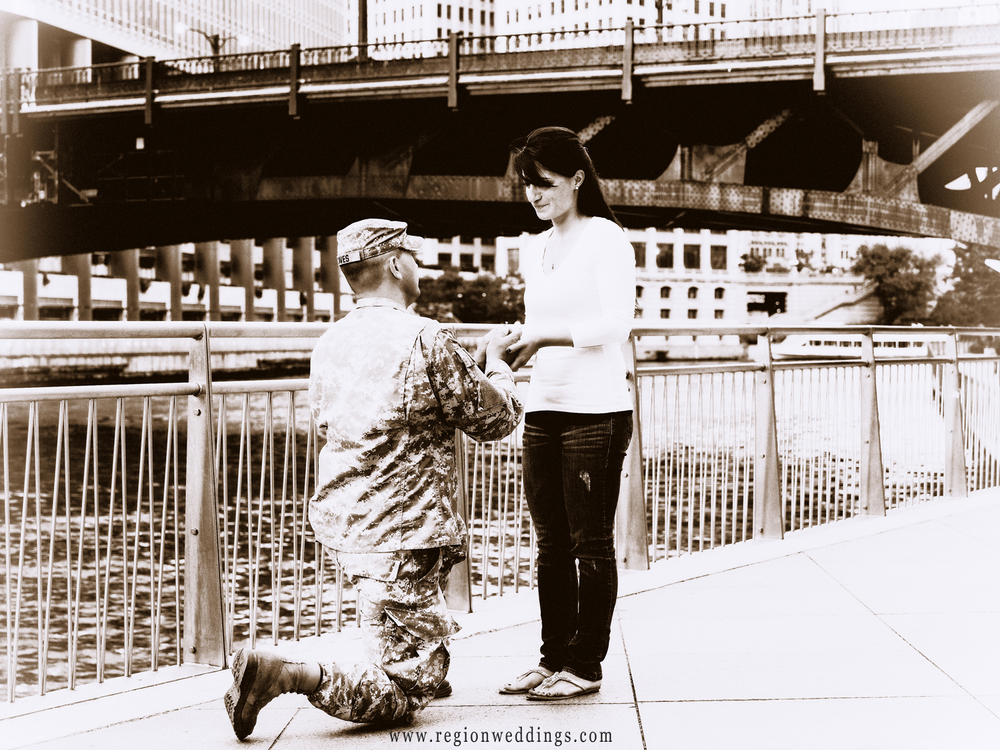 A soldier proposes to his fiance at the Chicago River.