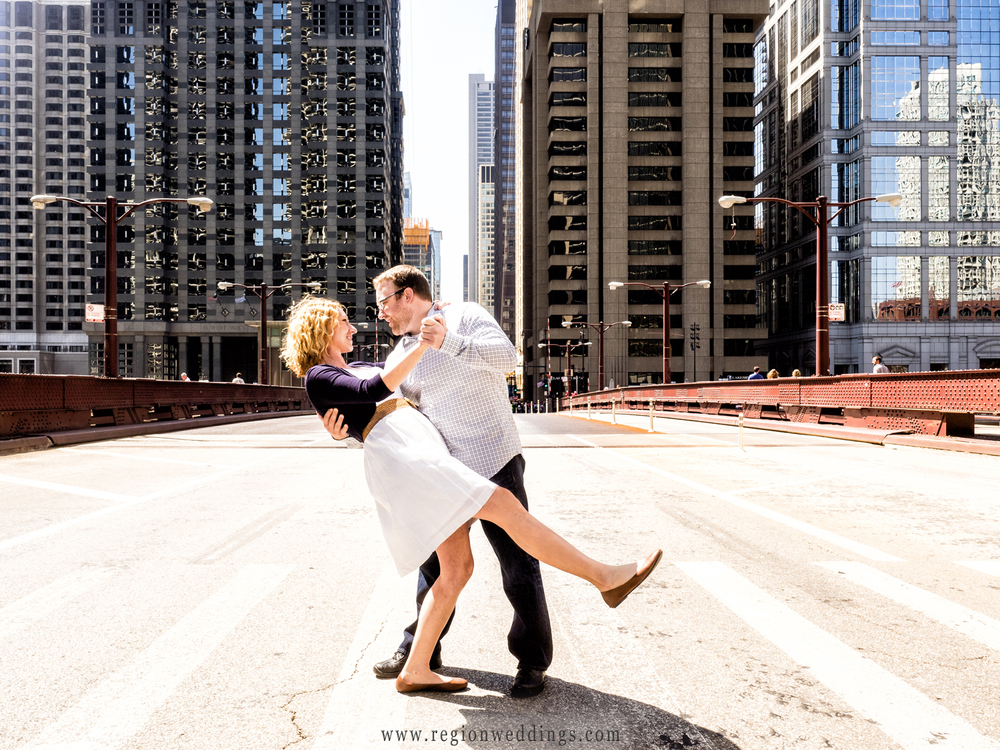A groom to be dips his bride to be on the Dearborn Avenue bridge in Chicago.
