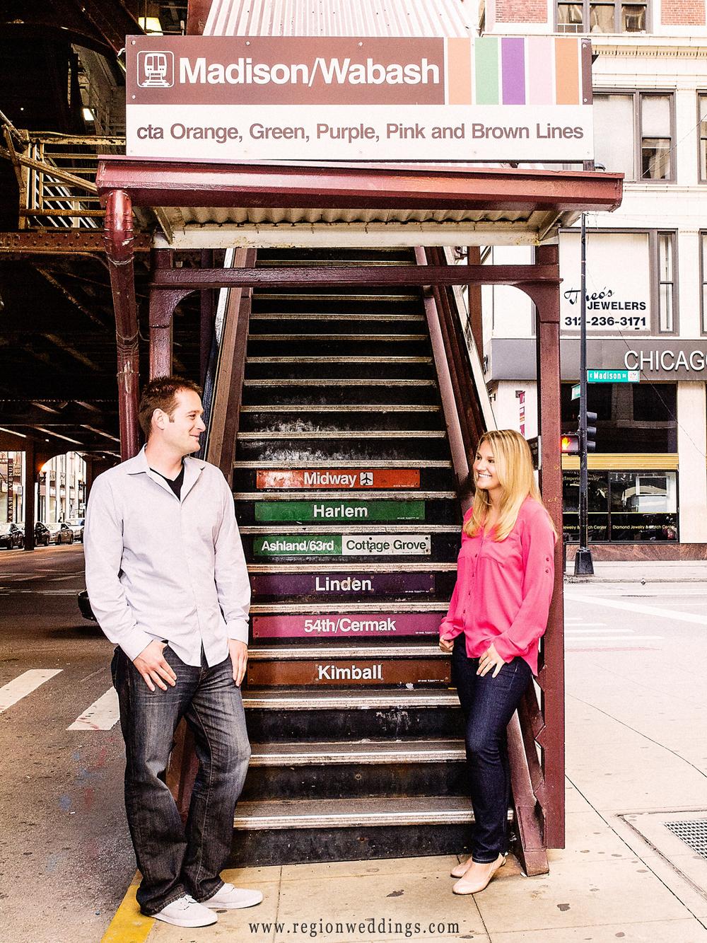 L-train-chicago-engagement-photo.jpg