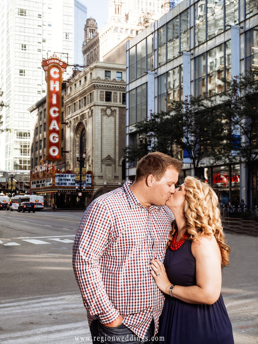 chicago-theater-engagement-photo-kiss.jpg