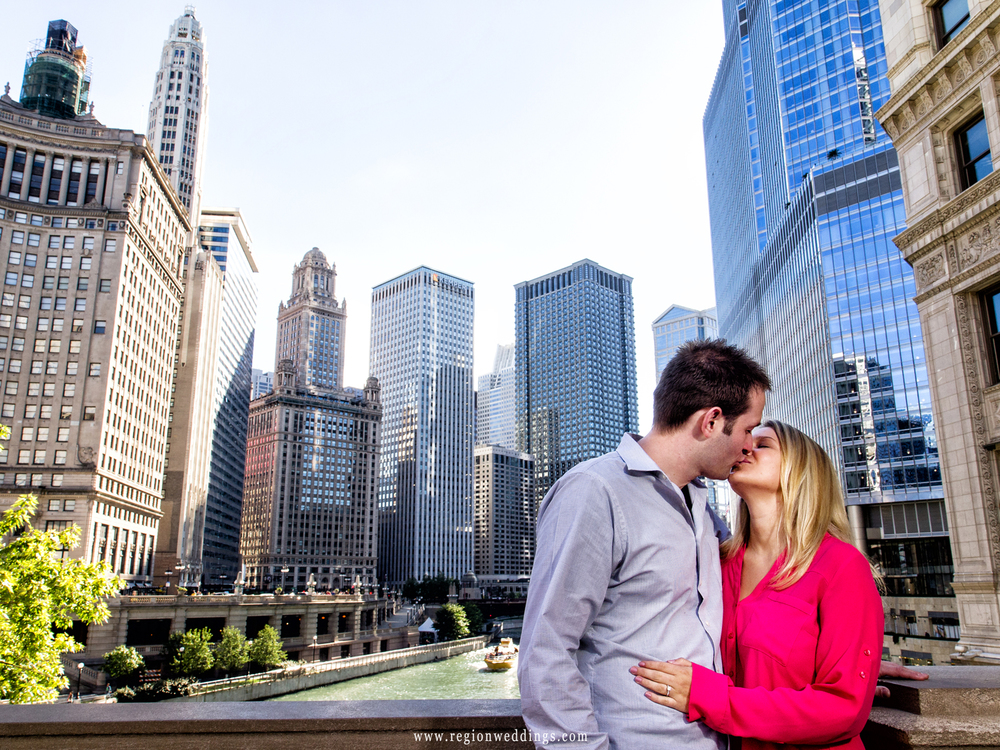 chicago-river-overlook-engagement-photo.jpg