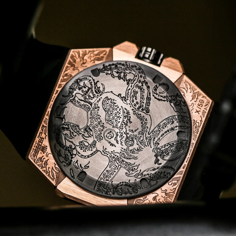 LINDE_WERDELIN_Oktopus_Moon_Tattoo_back_case.jpg
