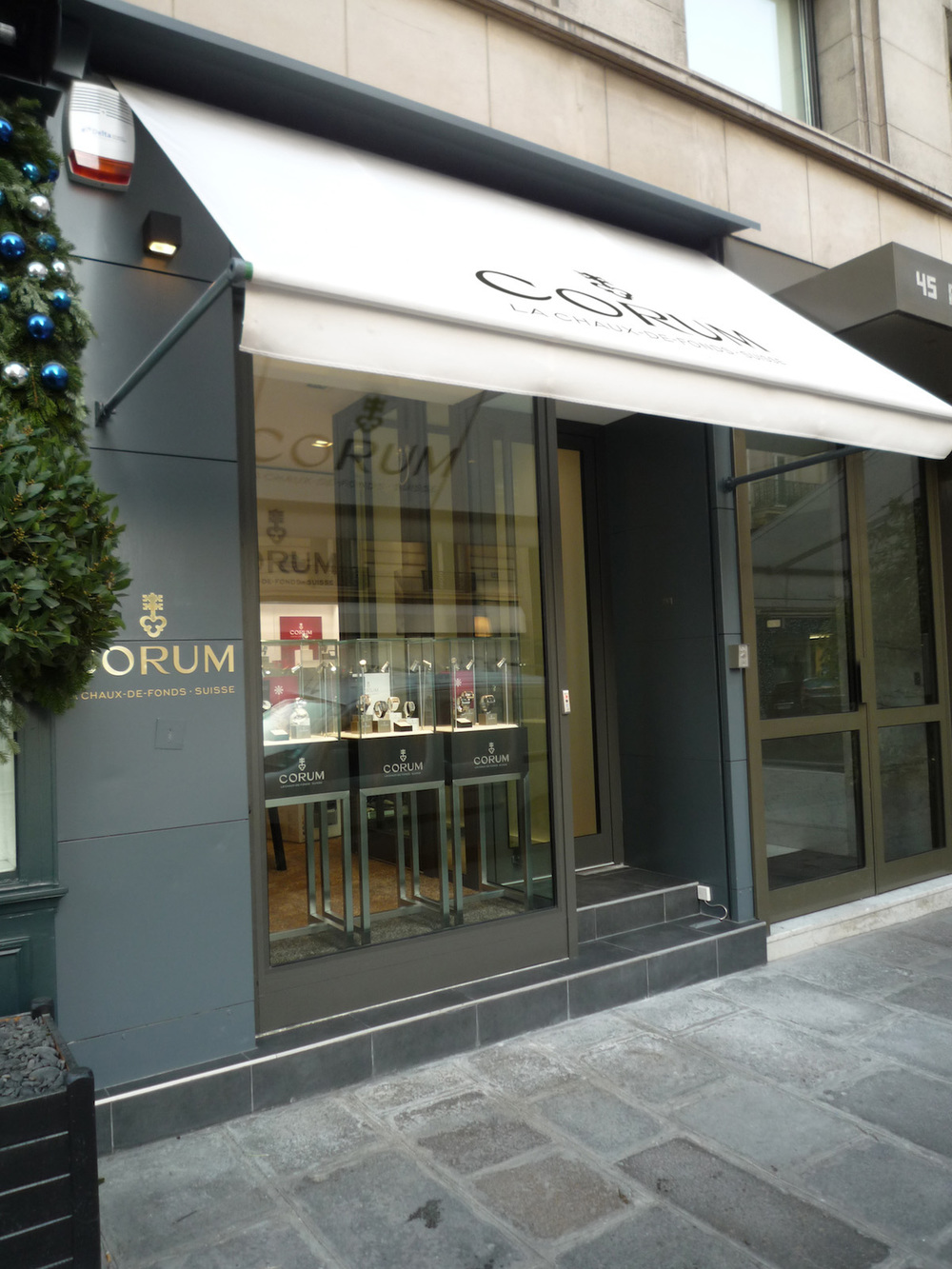 Corum_Boutique_Paris_1.jpg
