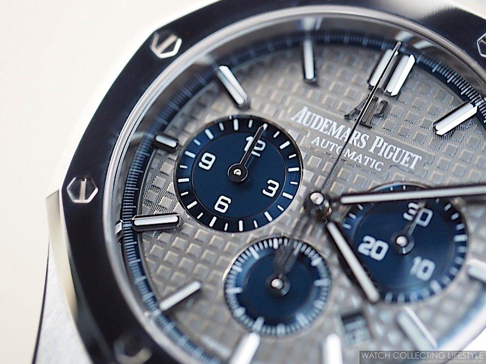 Sihh 2017 audemars piguet royal oak chronograph titanium for 6 salon royal oak