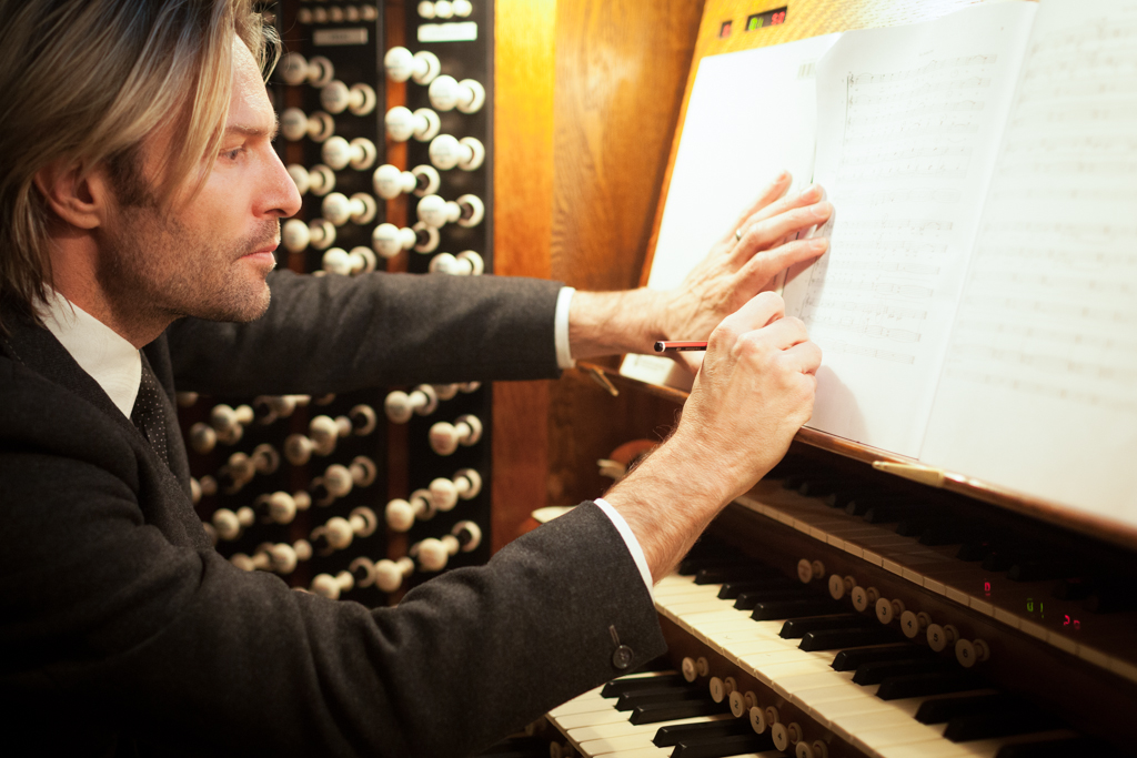 Eric Whitacre, Composer, Westminster Abbey, London.  ©Laurence Gibson, All rights reserved, 2012.    Commission for Westminster School photographing  Eric Whitacre  conduct their choir singing his composition.