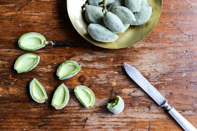 Green almonds 3.jpg