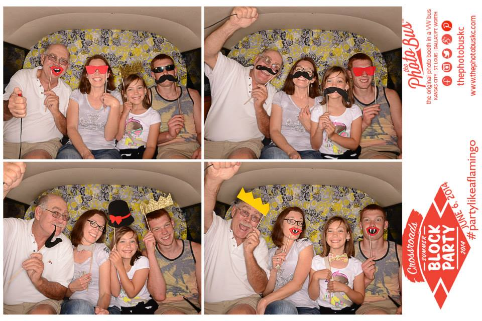 family-photos-kc-the-photo-bus-best-vwphotobooth