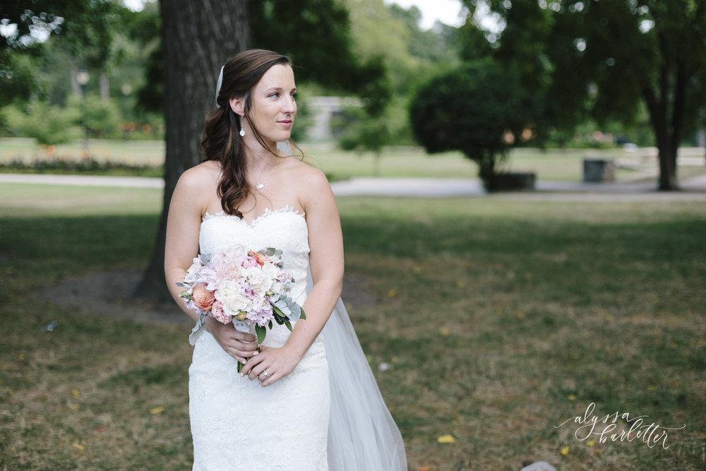 kansas city wedding photography loose park bride portraits bouquet