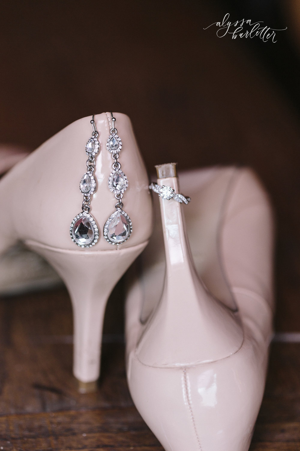 kansas city wedding photographer redeemer midtown details shoes jewelry earrings bride
