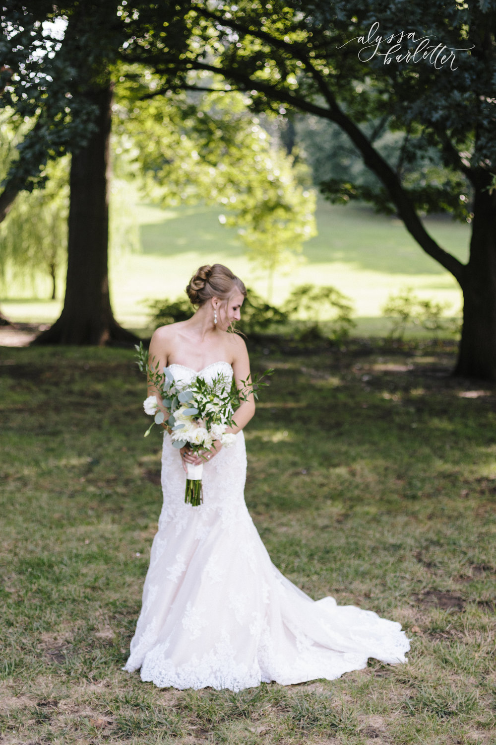 kansas city wedding photographer loose park bride portraits