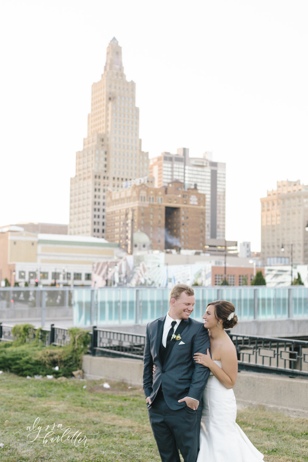 kansas city missouri wedding photographer downtown skyline bride groom