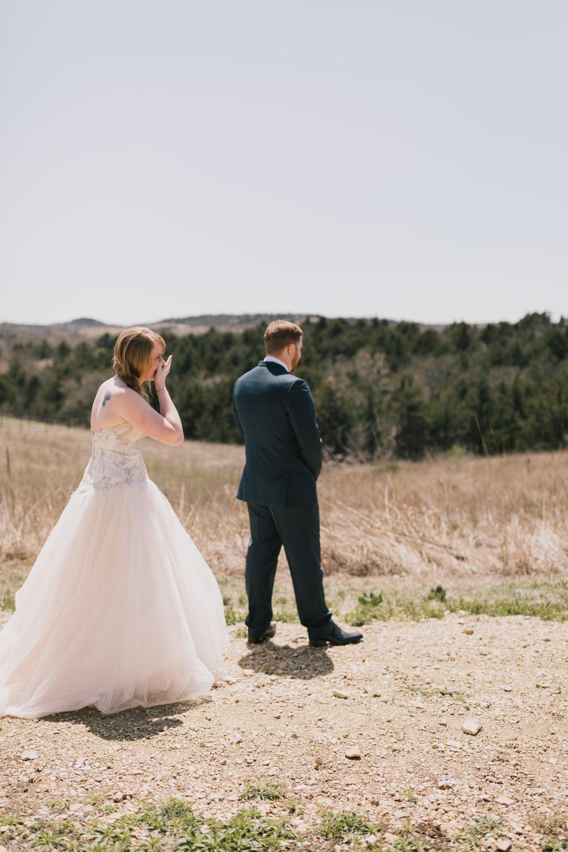 alyssa barletter photography manhattan kansas spring wedding liquid art winery-8.jpg