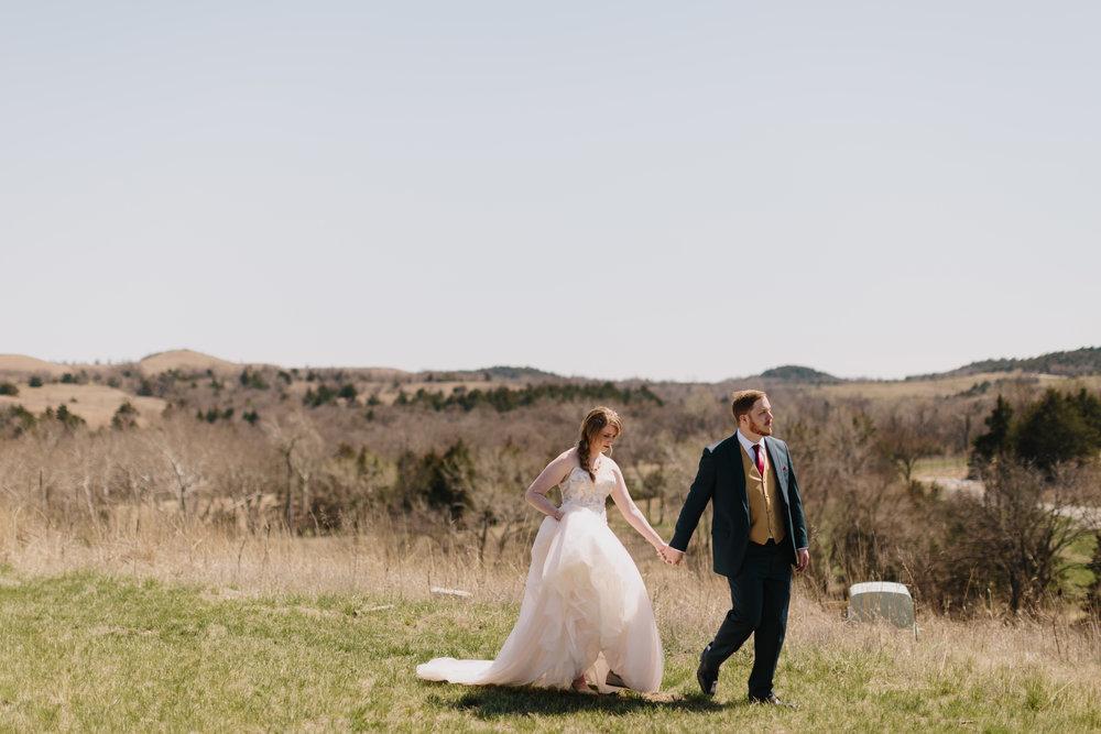 alyssa barletter photography manhattan kansas spring wedding liquid art winery-23.jpg